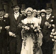 8 Old Wedding Photos – Charming!