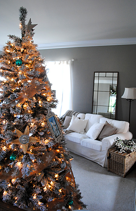 Holiday House Tour - The Family Room - The Graphics Fairy