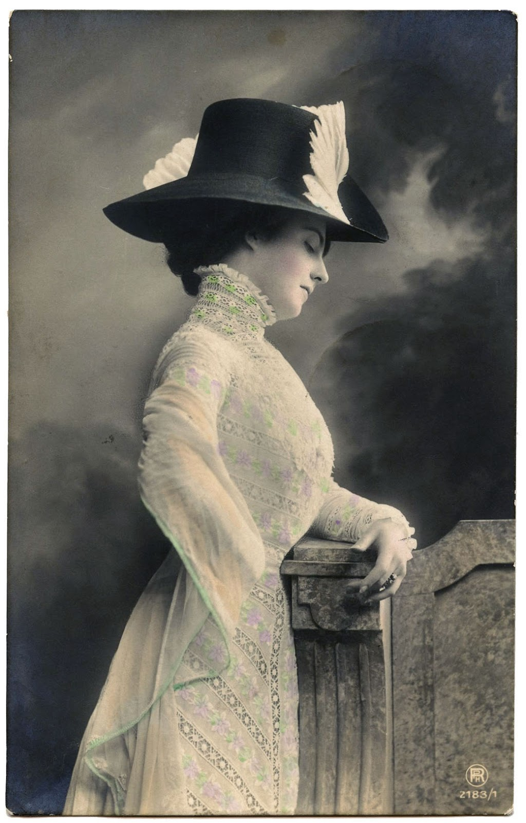 Old Photo - Edwardian Lady with Fancy Hat - The Graphics Fairy 35dfa0ffa17
