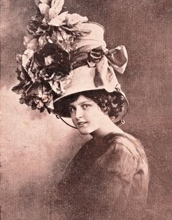 Free Vintage Clip Art – Lady with Surprising Hat