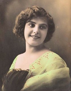 Vintage French Postcard – Pretty Young Woman