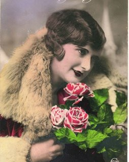 French Postcard – Bonne Annee Woman with Roses