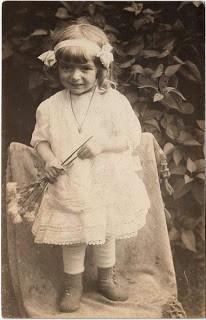 Old Photo – Soooo Precious- Little Girl