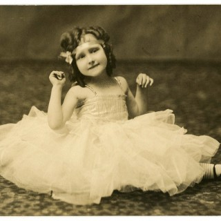 Ballerina Splits Photo – Cute Girl