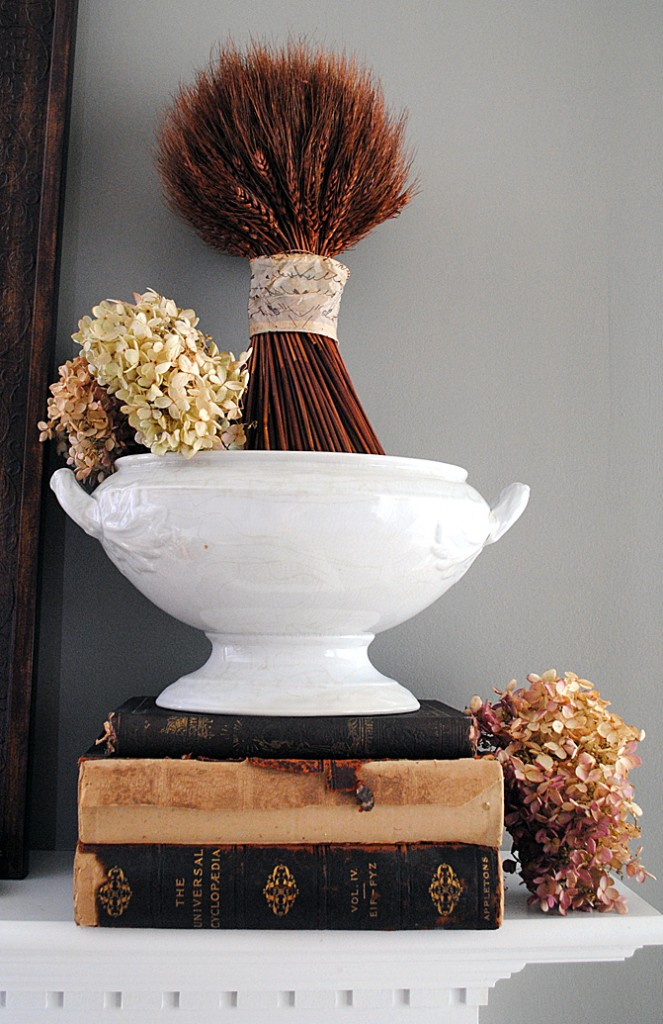 Vintage Fall Mantel Ideas