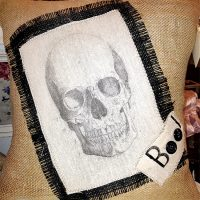 Skull_Pillow_550w_100dpi (1)