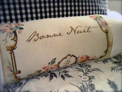 bonne nuit pillow