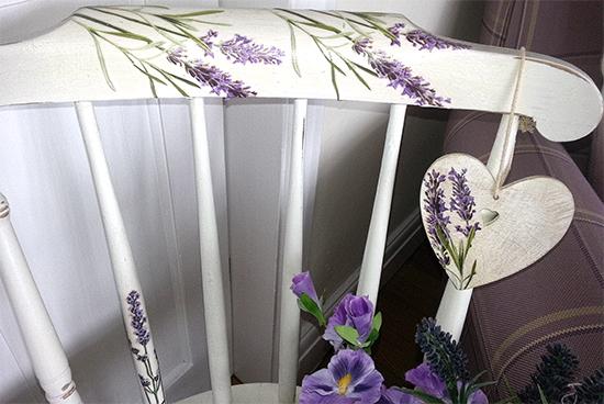 Pretty_Lavender_Chair_100dpi_550w