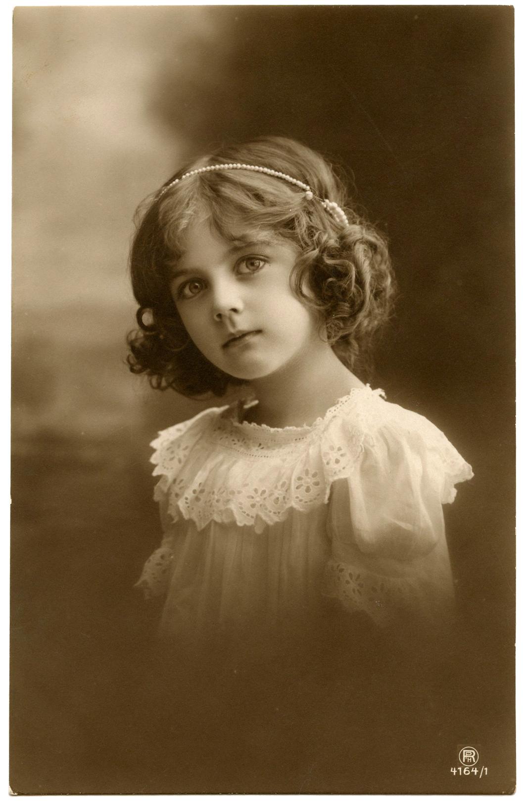 Pretty Antique Child Photo!