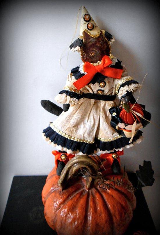 jester-on-pumpkin_100dpi_550w