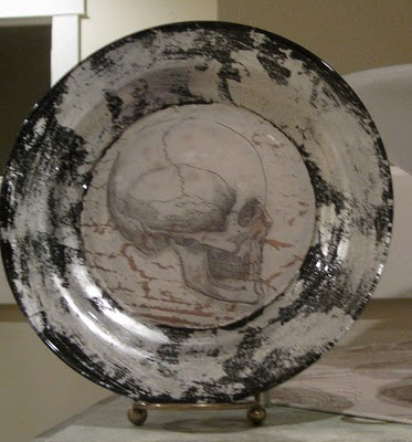 Halloween Skull Plate Decor Idea