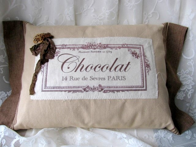 07 - Designs by Cleo - Chocolat Pillow