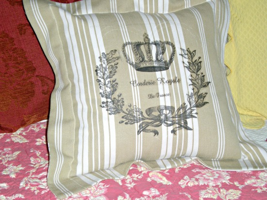 11 - Leyssenne - French Crown Pillow