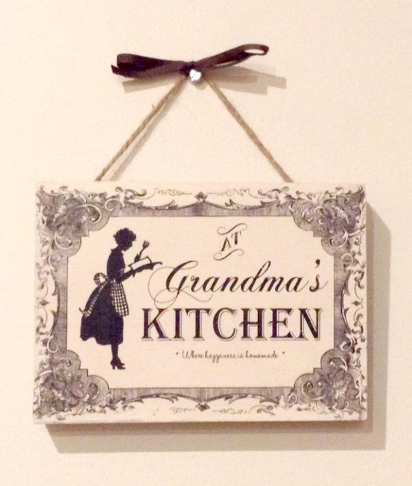 DIY 'Grandma's Kitchen' Sign