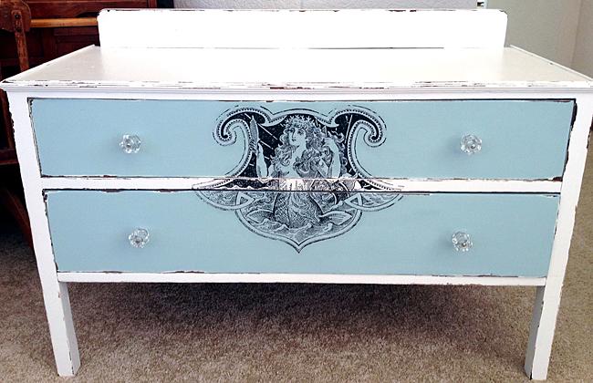 17 - Annie - Mermaid Dresser