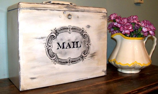 01 - Lilly Beffers - Metal Mail box