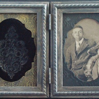 DIY Antique Keepsake Frames + Embossed Velvet Technique!