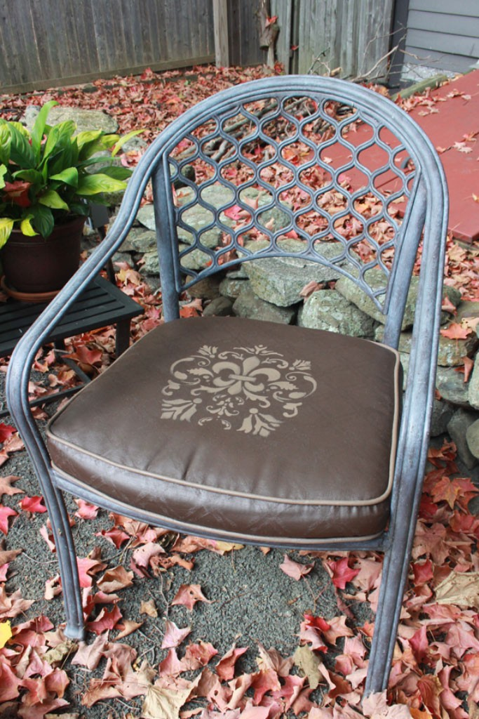 FAB-Painted-Seat-Cushion-Thicketworks-for-Heirloom-Traditions-at-The-Graphics-Fairy-09