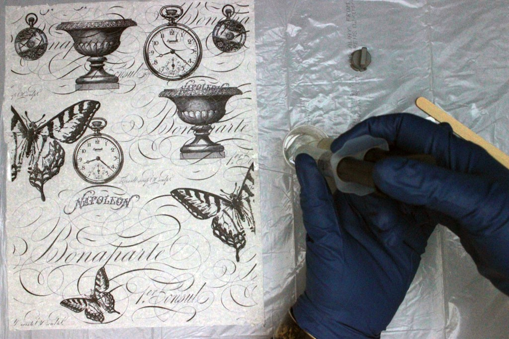 Ice-Resin-Collage-Paper-Dispensing