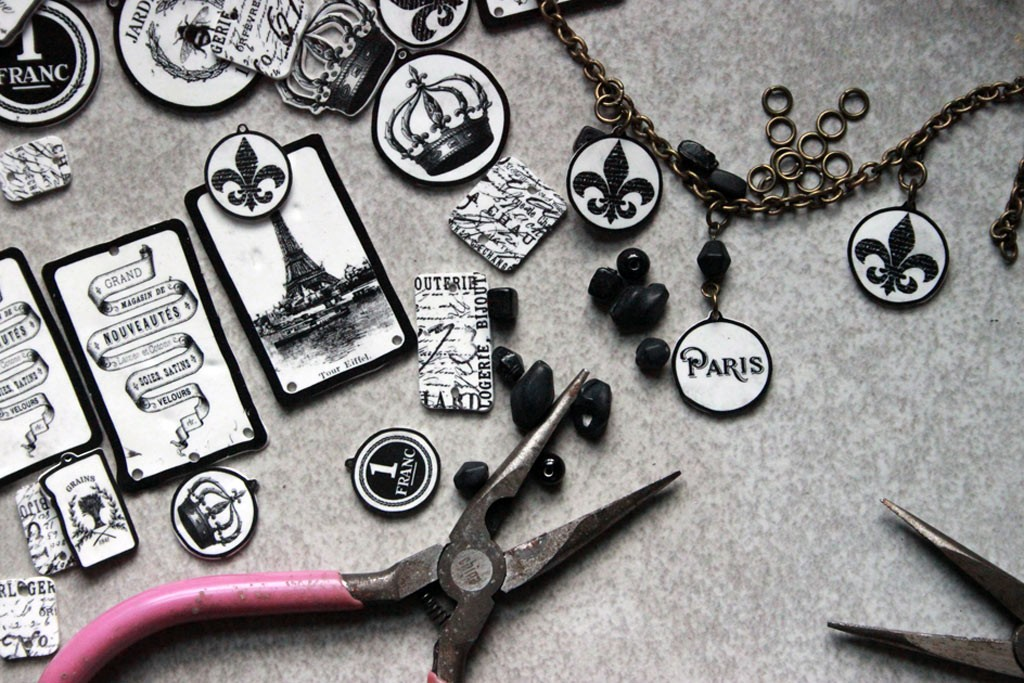 DIY-Parisian-Charms-Construction-Process