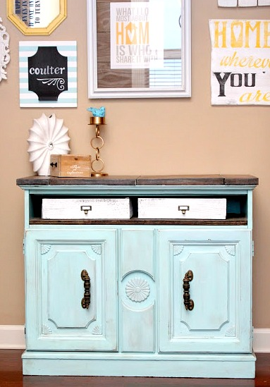 Today S Reader Feature Is This Awesome Vintage Cabinet Makeover Which Was Submitted By Kelsey After Finding Old Dry Bar On The Side Of