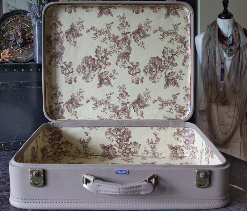 Painted Vintage Suitcase! Step-by-Step: from glum to GLAM.