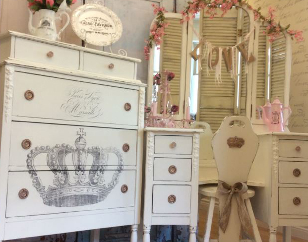ANITQUE-VANITY-SET - Antique Vanity Set-Reader Feature - The Graphics Fairy
