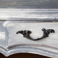 Weathered Furniture Finish – Rustic Farmhouse Charm!