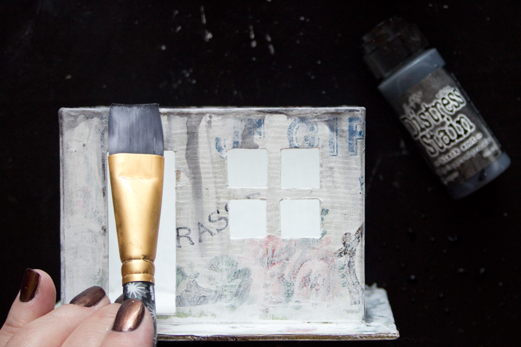 25 Golden-Grunge-Decoupage-Technique-HeatherKTracy-for-The-Graphics-Fairy-Distress-Stain