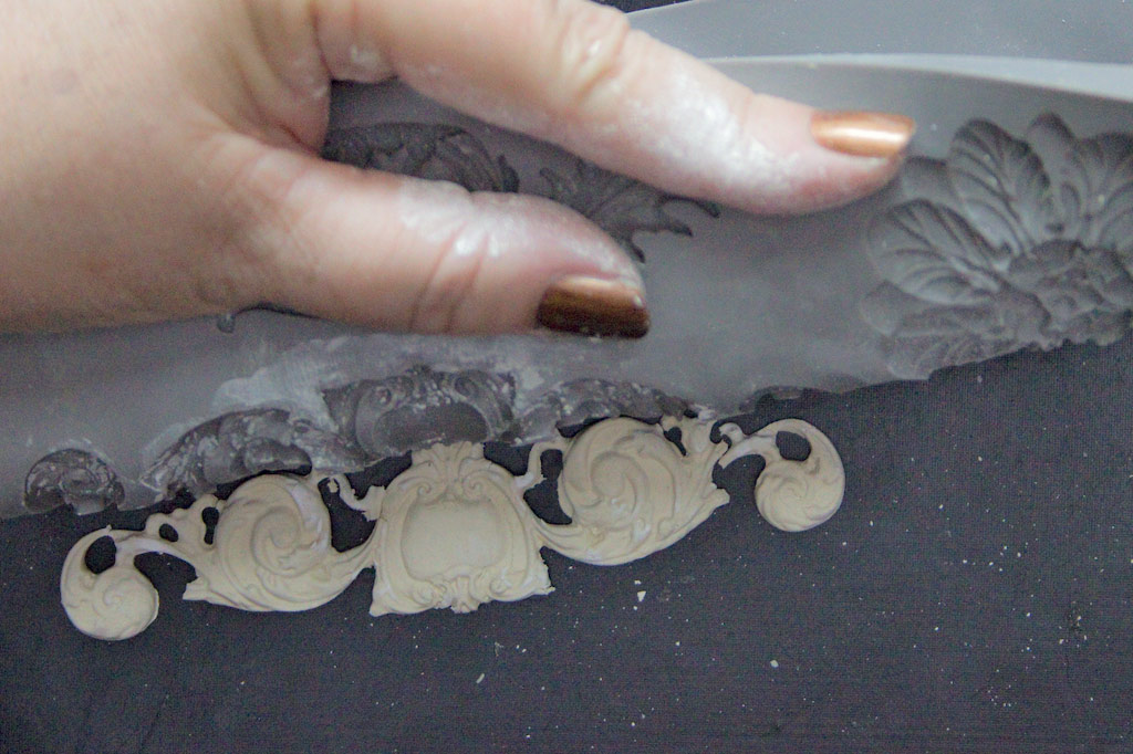 08-casting-appliques-heather-k-tracy-for-the-graphics-fairy-roll-mould-away
