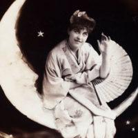 vintage-lady-on-moon-photo-thm-graphicsfairy
