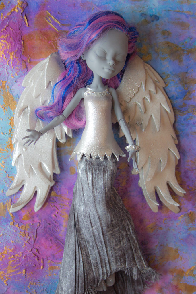 Diy angel wings easy and fun craft project the graphics fairy want to make a pair of these fun angel wings for yourself solutioingenieria Image collections