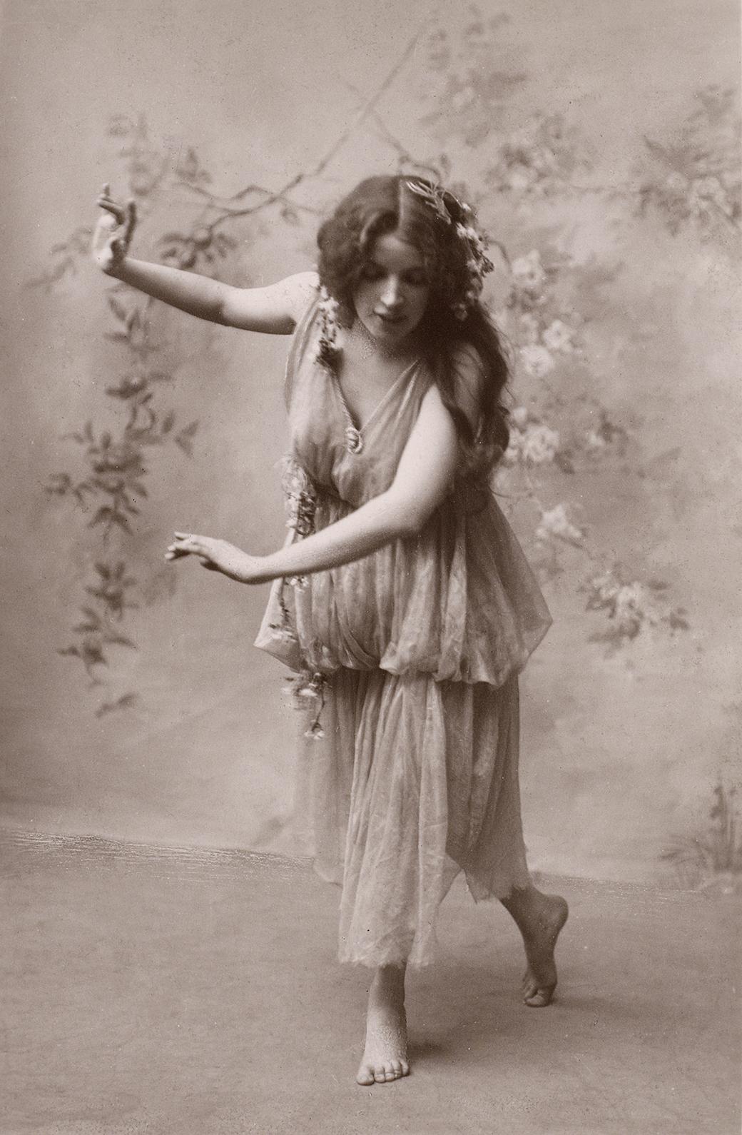 Vintage Bohemian Lady Image