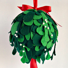 Make a Felt Kissing Ball – Mistletoe!