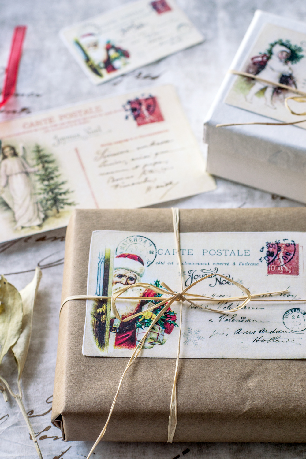 Vintage French Christmas Postcards - free printable!