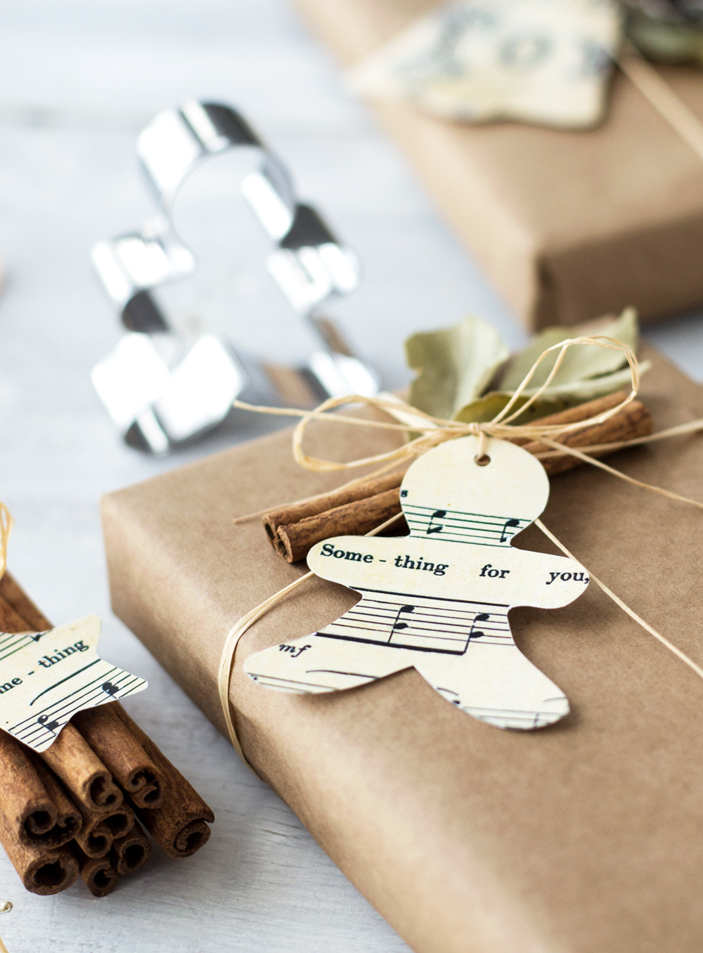 DIY Cookie Cutter Christmas Tags Project - free templates
