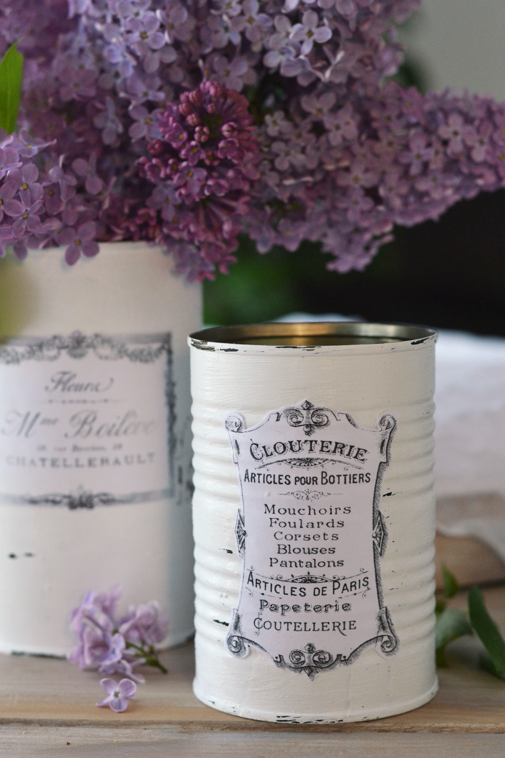 DIY Vintage French Recycled Tin Cans & free printable - by Dreams Factory for The Graphics Fairy #vintage #French #freeprintable #frenchephemera #frenchtypography #diy