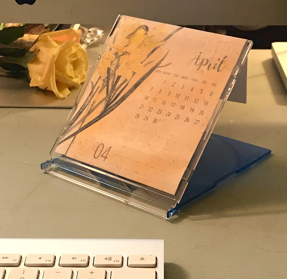 Free Printable Calendar 2019 Side on Desk