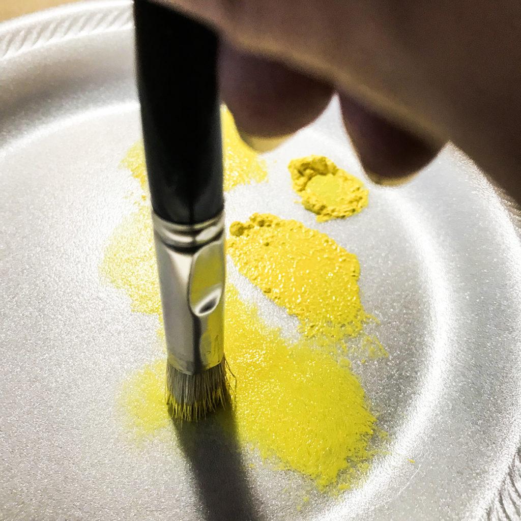 Pounce brush on foam plate
