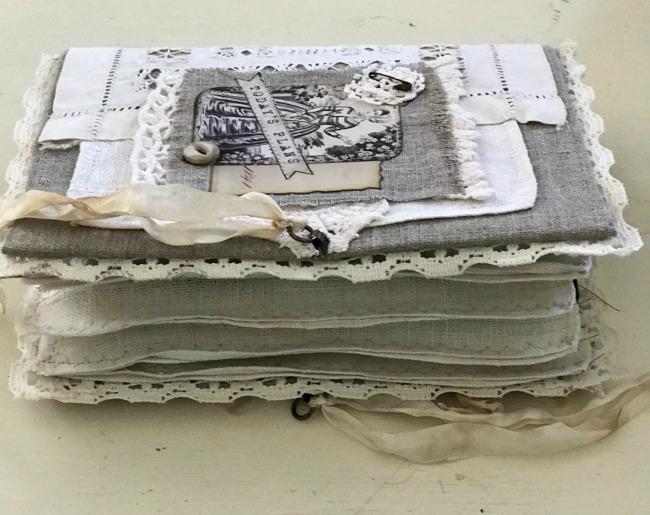 The Journal Keeper Linen Signature