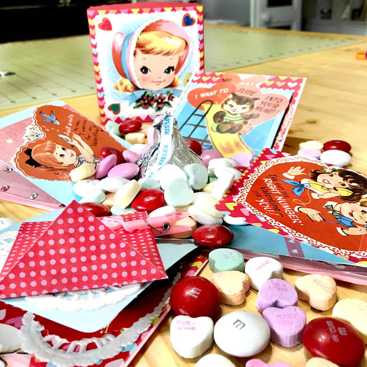 Retro Valentine Exploding Box with Candy DIY