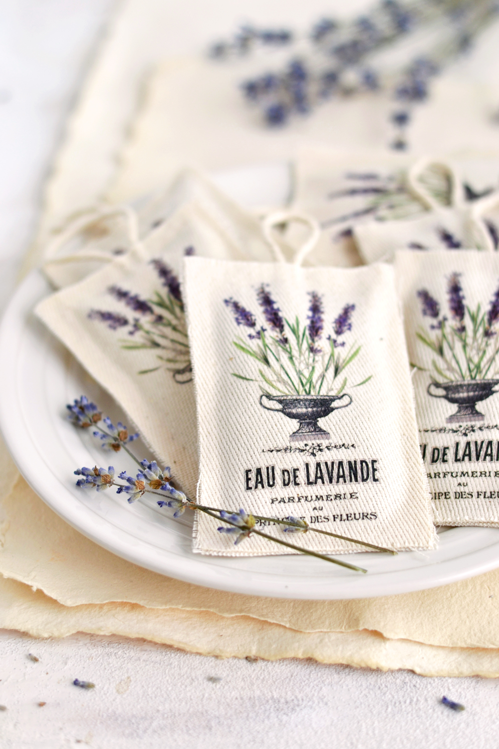 Learn how to make these DIY No Sew Lavender Sachets using the iron on image transfer technique, scrap pieces of fabric and your glue gun! Free printable included! #frenchephemera #nosew #vintage #lavender #lavendersachets #diy