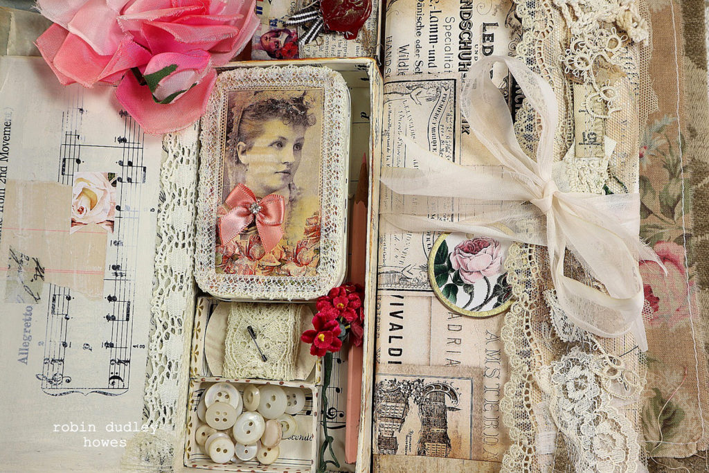 Junk Journal with Altoid tin