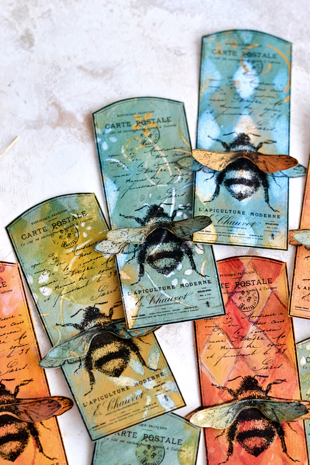 DIY 3D Vintage Bee Tag & how to paint on acrylic paint backgrounds #DIY #Vintage #frenchephemera #papercrafts #goldcrafts #bee #giftwrap #gifttags