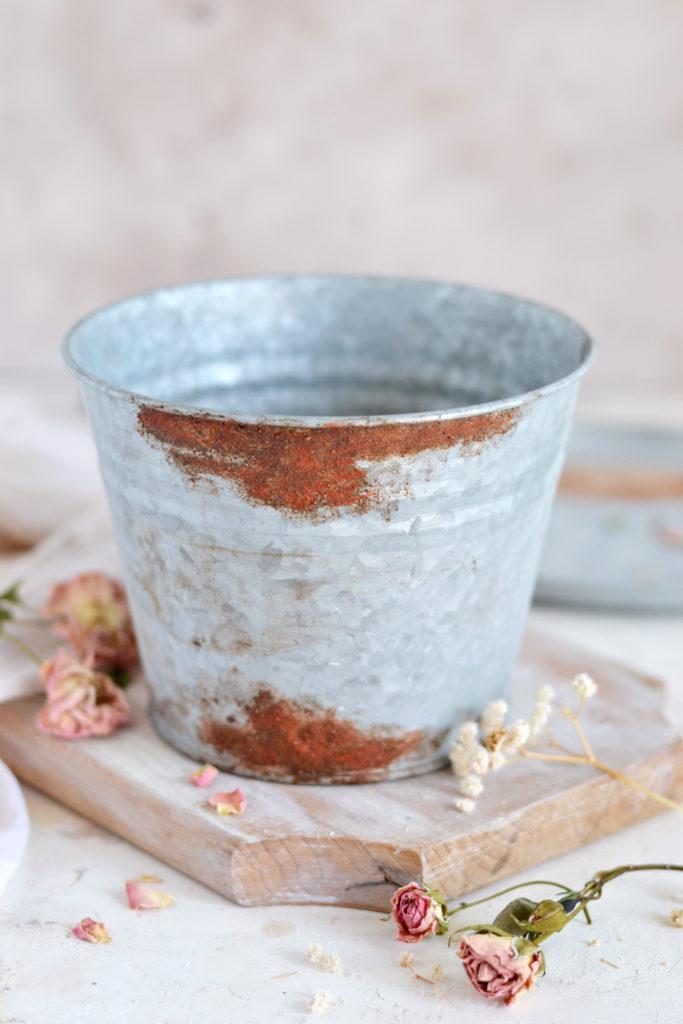 DIY Faux Rusted Zinc Pots