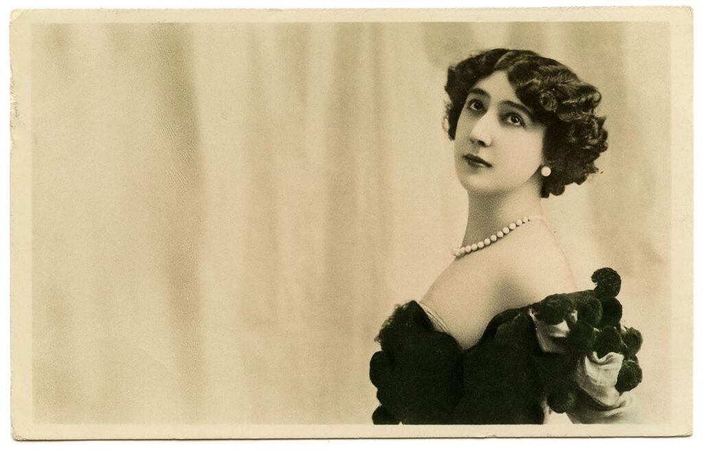 brunette diva vintage image