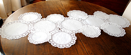 how to make a paper doily table runner