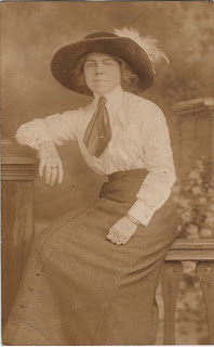 New Pioneer Travel >> Photo of Woman with Old West Style Hat - The Graphics Fairy